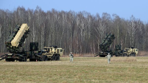 This picture taken on March 21, 2015 shows US troops from the 5th Battalion of the 7th Air Defense Regiment emplace a launching station of the Patriot air and missile defence system at a test range in Sochaczew, Poland - Sputnik International