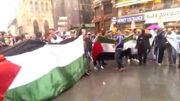 Bosnian fans meet a group of pro-Palestine demonstrators and after Free Palestine soon start chanting Ubij, ubij Židove (Kill, kill the Jews!) in Vienna's central square (Stephansplatz) a few hours before the international friendly Austria - Bosnia&Herzegovina. - Sputnik International