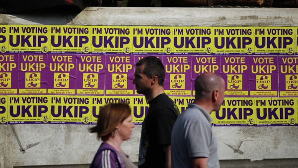 Local residents pass UK Independence Party general election campaign flyers - Sputnik International