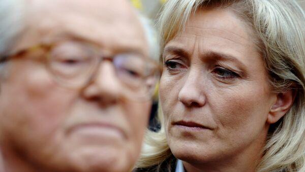 Marine Le Pen (right) and her father Jean-Marie Le Pen - Sputnik International