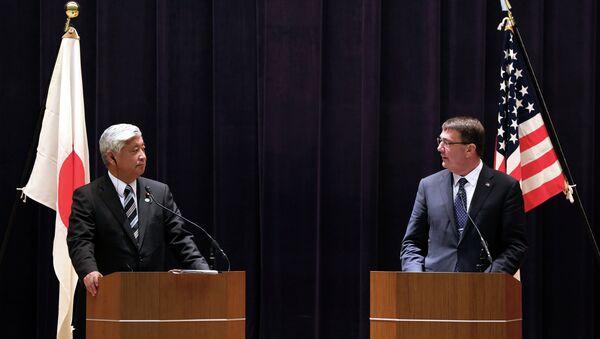 U.S. Defense Secretary Ash Carter, right, and Japan's Defense Minister Gen Nakatani speak during a press conference at the Defense Ministry in Tokyo - Sputnik International