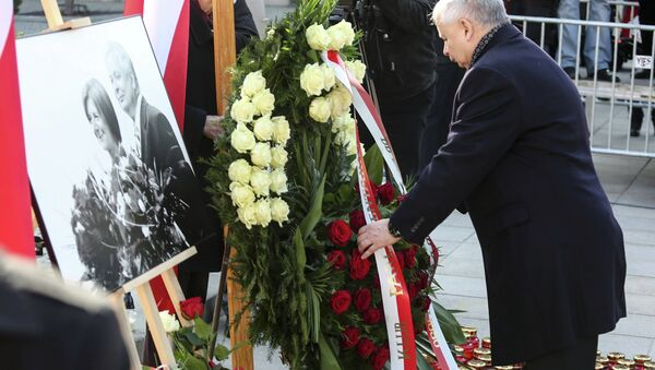 Jaroslaw Kaczynski, the twin brother of the late President Lech Kaczynski, attends a ceremony outside the Presidential Palace in Warsaw April 10, 2015 commemorating the crash of the Polish government plane in Smolensk, Russia which killed 96 people. - Sputnik International