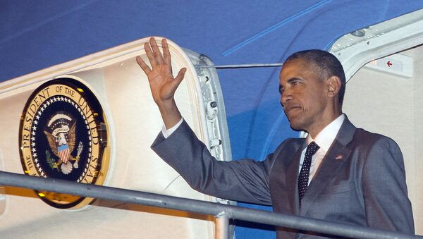 U.S. President Barack Obama waves during his arrival on Air Force One Thursday, April 9, 2015, at Tocumen International Airport in Panama City, Panama. - Sputnik International