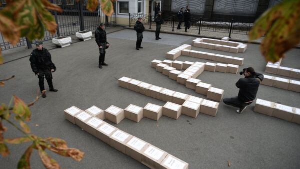 Boxes containing signatures of Ukrainian people in support of the referendum on Ukraine's accession to the NATO system of collective security, outside the President's Administration building. - Sputnik International