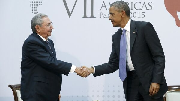 U.S. President Barack Obama shakes hands with Cuba's President Raul Castro as they hold a bilateral meeting during the Summit of the Americas in Panama City - Sputnik International