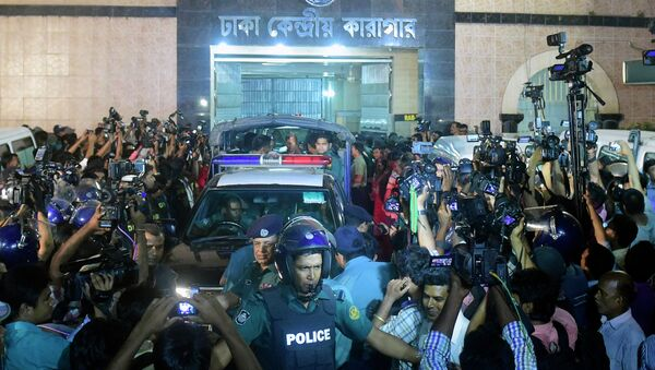 Police officers escort ambulances, one of them carrying the body of Mohammad Kamaruzzaman, a top Islamist leader convicted of war crimes, after he was executed in Dhaka on April 11, 2015 - Sputnik International