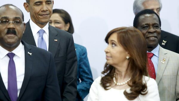 U.S. President Barack Obama (2nd L) shares a look with Argentina's President Cristina Fernandez de Kirchner (front R) during a group photo at the first plenary session of the Summit of the Americas in Panama City, Panama - Sputnik International