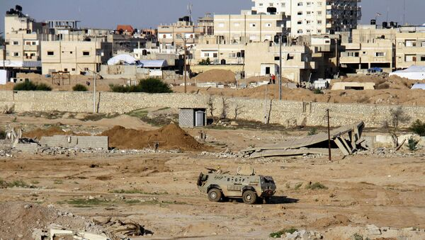Egyptian army armored vehicle stands on the on the Egyptian side of border town of Rafah, north Sinai, Egypt - Sputnik International