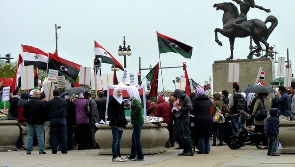 Syrian and Libyan pro-democracy demonstrators - Sputnik International