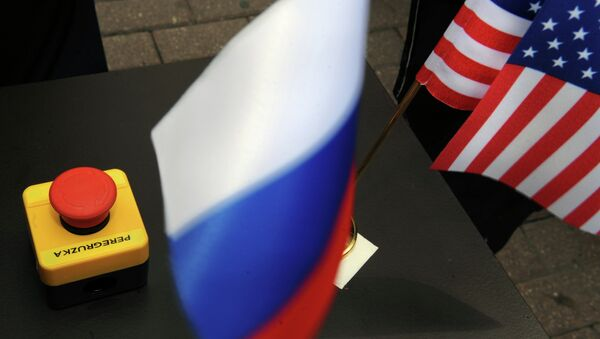 The symbolic reset button presented to Russian Foreign Minister Sergei Lavrov by US Secretary of State Hillary Clinton. Mistaken translation or ingenious prediction? - Sputnik International
