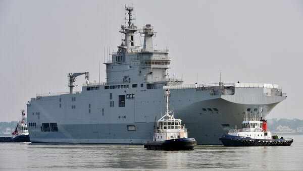 The Sevastopol mistral warship is on its way for its first sea trials, on March 16, 2015 off Saint-Nazaire - Sputnik International