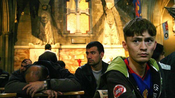 Some of 41 failed Afghan asylum seekers sit in St. Patricks Cathedral, Dublin - Sputnik International
