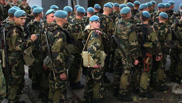 Belarusian paratroopers arrive for Zapad-2013 Drills - Sputnik International