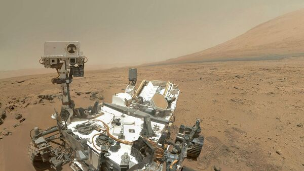 NASA's Curiosity rover has found the first evidence of liquid water on Mars, a significant step in the search for past life on the red planet. - Sputnik International