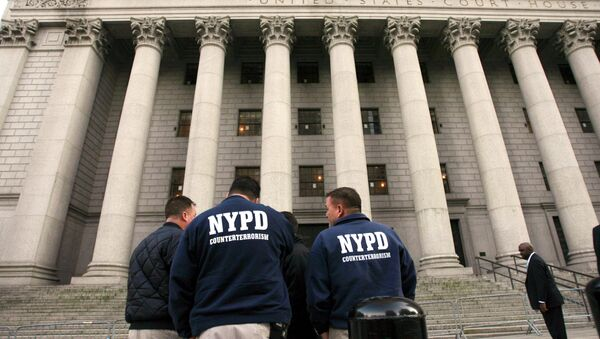Members of the NYPD Counterterrorism unit talking outside the old federal courthouse in Manhattan. - Sputnik International