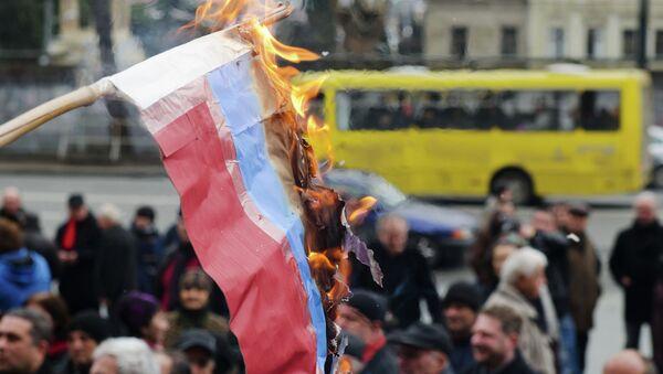 Russian flag burned in Tbilisi - Sputnik International