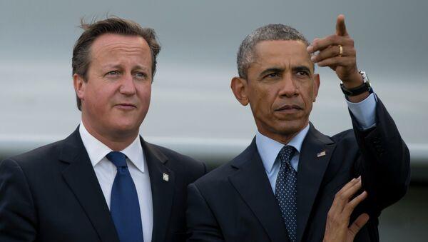 US President Barack Obama, right, stands alongside British Prime Minister David Cameron - Sputnik International