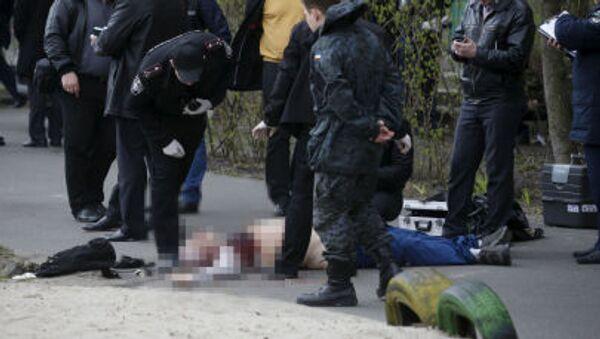 Investigators work near the body of journalist Oles Buzina in Kiev April 16, 2015. - Sputnik International