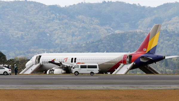 An Asiana Airlines Airbus A320 aircraft is seen with its evacuation slides deployed after it overran a runway at the Hiroshima airport in Mihara in Hirishima prefecture, western Japan - Sputnik International