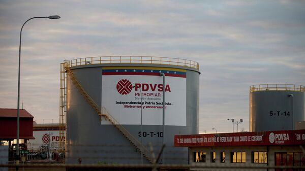 Storage tanks stand in a PDVSA state-run oil company crude oil complex near El Tigre, a town located within Venezuela's Hugo Chavez oil belt, formally known as the Orinoco Belt - Sputnik International