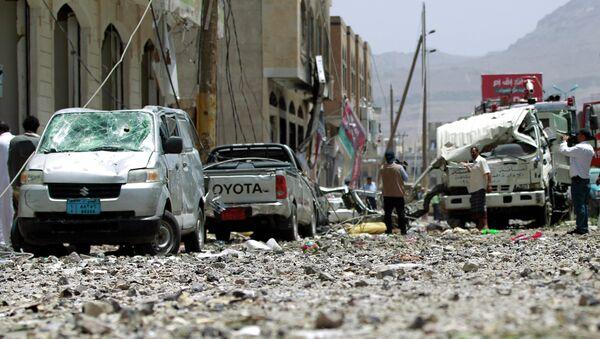 Yemeni men check a damaged street following a raid by Saudi-led coalition warplanes on a nearby missile depot on Fajj Attan hill, in the rebel-held part of the Yemeni capital, in southern Sanaa, on April 20, 2015 - Sputnik International