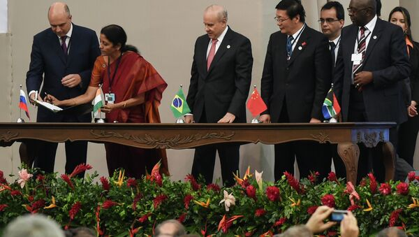 Delegates of the countries members of the BRICS (Brazil, Russia, India, China and South Africa) sign the creation of their new development bank during the 6th BRICS Summit in Fortaleza, Brazil, on July 15, 2014 - Sputnik International
