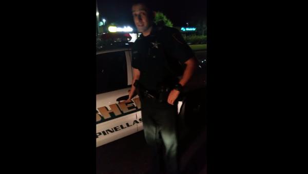 Activist Pulls Over Florida Cop for Unsafe Driving (VIDEO) - Sputnik International