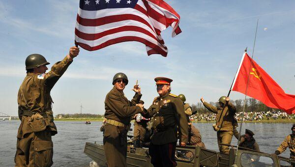 Amateur actors re-enact the linkup of Soviet and American troops 65 years ago, in Torgau, eastern Germany, on Saturday, April 24, 2010 - Sputnik International