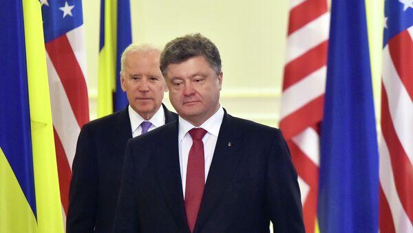 Ukrainian President Petro Poroshenko (R) and US Vice-President Joe Biden - Sputnik International