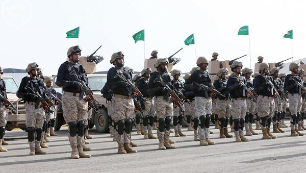 In this photo provided by the Saudi Press Agency (SPA), Royal Saudi Land Forces and units of Special Forces of the Pakistani army take part in a joint military exercise called Al-Samsam 5 in Shamrakh field, north of Baha region, southwest Saudi Arabia, Monday, March 30, 2015 - Sputnik International