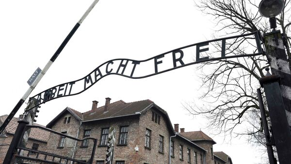 File photo of the sign Arbeit macht frei (Work Makes You Free) at the main gate of the former German Nazi concentration and extermination camp Auschwitz in Oswiecim January 19, 2015. - Sputnik International