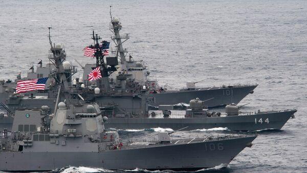 US-Japanese ships sail in formation. - Sputnik International
