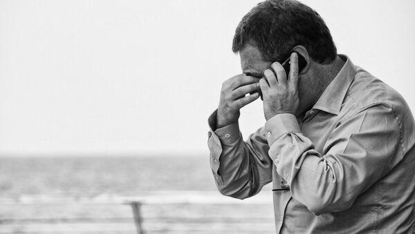 A man speaking on the phone - Sputnik International