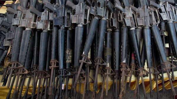 Confiscated M-16 rifles are on display on a table before destruction at Samut Prakarn province, Thailand - Sputnik International