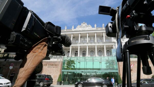 Cameras stand in front of a luxury downtown hotel, where closed-door nuclear talks with Iran take place, in Vienna, Austria - Sputnik International