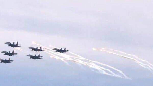 Russia: Jet-fighter aerobatics dazzle St. Petersburg - Sputnik International