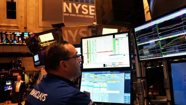 A trader works on the floor of the New York Stock Exchange (NYSE) on February 6, 2015 - Sputnik International