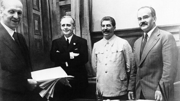The scene in Moscow on August 23, 1939, after representatives of Nazi Germany and Soviet Russia signed their ten year Non Aggression Pact - Sputnik International