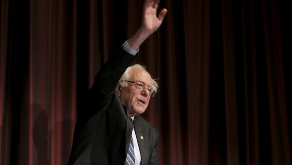 U.S. Senator Bernie Sanders (D-VT) waves to the audience before speaking at the opening of the 2015 National Action Network Convention in New York City - Sputnik International