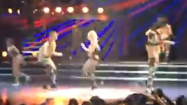 Oops She Did it Again: Britney Takes a Tumble on Stage - Sputnik International