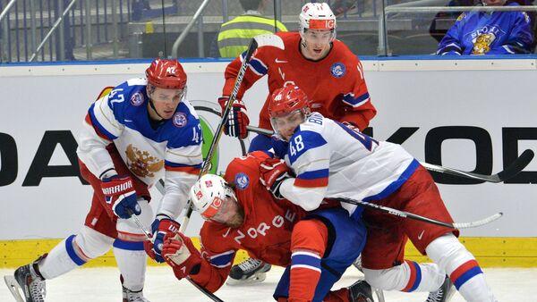 The player of the Russian hockey team Artem Anisimov, Norwegian hockey players Robin Dahlstrom, Andreas Stene, Russian hockey player Evgeny Biryukov during the hockey match, April 2, 2015 - Sputnik International