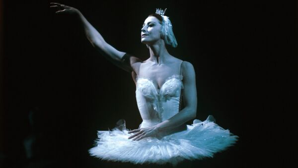 Maya Plisetskaya performing on stage - Sputnik International