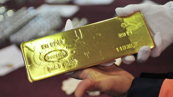 The fact that Russia bought another 30 tons of gold earlier this week, bringing its total gold reserves to 1,238 metric tons should make the United States worried - Sputnik International