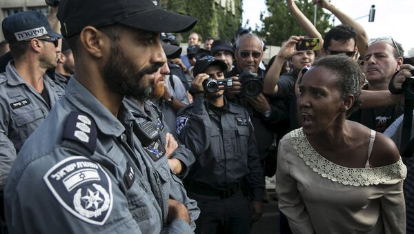 A protester, who is an Israeli Jews of Ethiopian origin, shouts at a policeman during a demonstration against what they say is police racism - Sputnik International