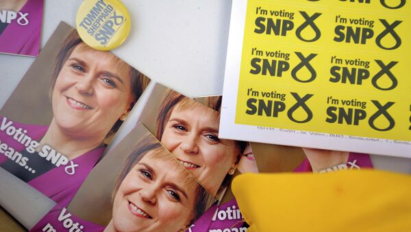 Campaign materials for the SNP featuring the face of Scottish First Minister and SNP leader Nicola Sturgeon in Edinburgh - Sputnik International