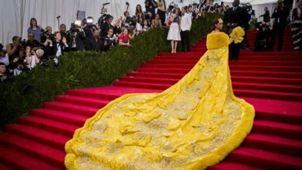 Singer Rihanna arrives at the Metropolitan Museum of Art Costume Institute Gala 2015 celebrating the opening of China: Through the Looking Glass in Manhattan, New York May 4, 2015.  - Sputnik International