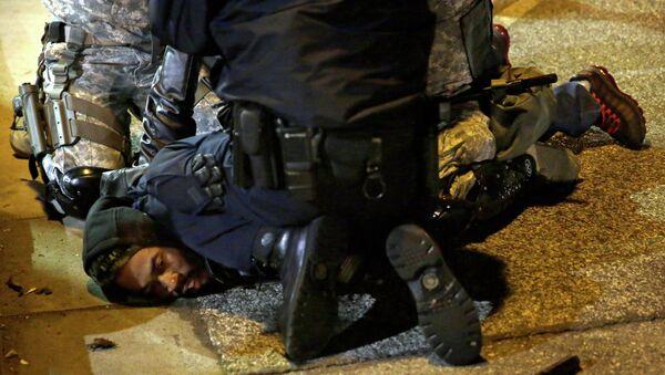 A protester is taken into custody in Ferguson, Mo. - Sputnik International