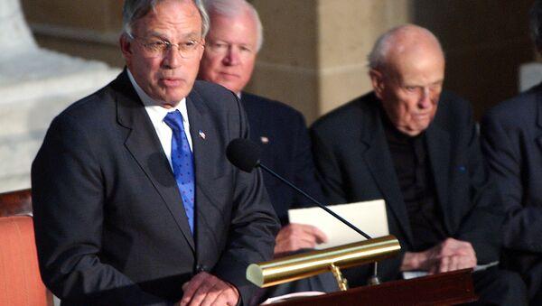 Porter Goss speaks on Capitol Hill after receiving a Congressional Distinguished Service Award. - Sputnik International