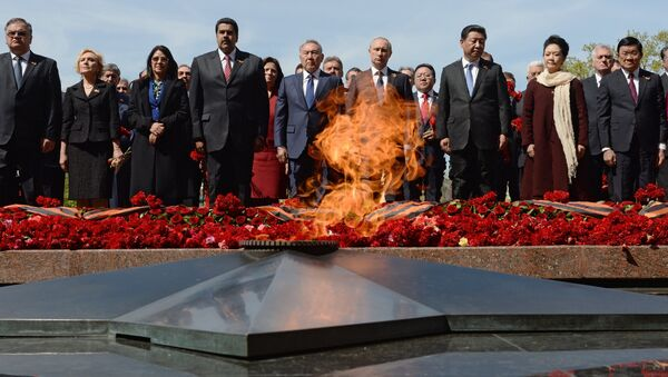 Flower-laying ceremony at the Tomb of the Unknown Soldier - Sputnik International