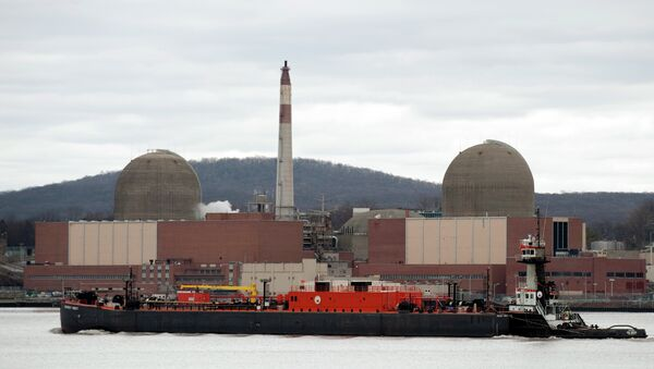 A barge passes by in front of Indian Point Nuclear Power Plant on the Hudson River March 22, 2011 in Buchanan, NY - Sputnik International